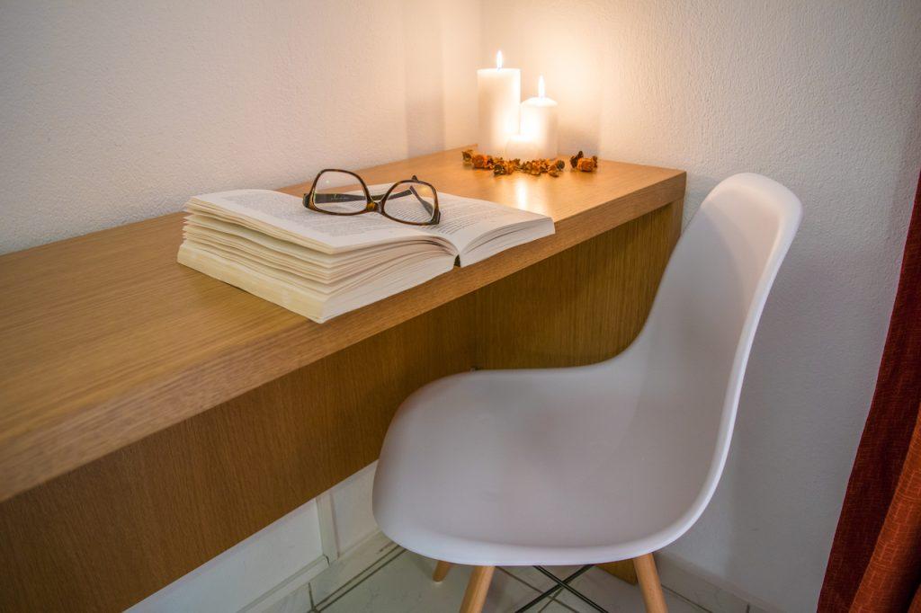 Deluxe apartment desk